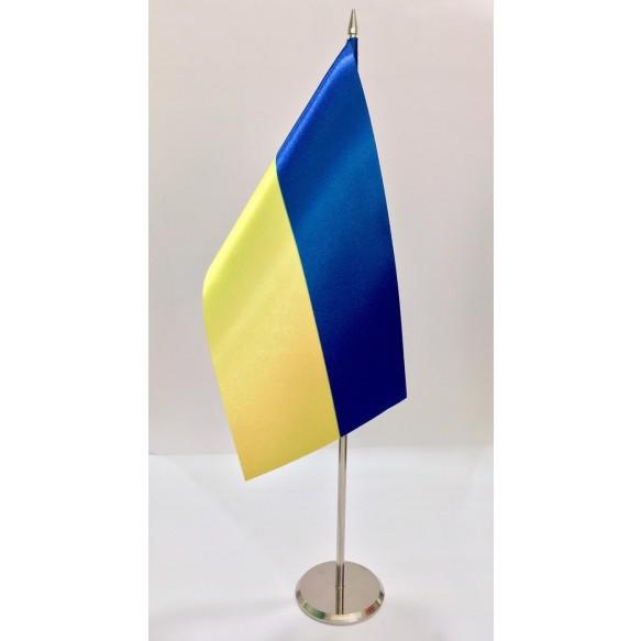 Прапор України на металевій підставці.
